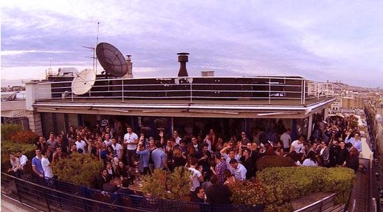 réunir ses clients sur un rooftop ou une terrasse sur les toits de paris
