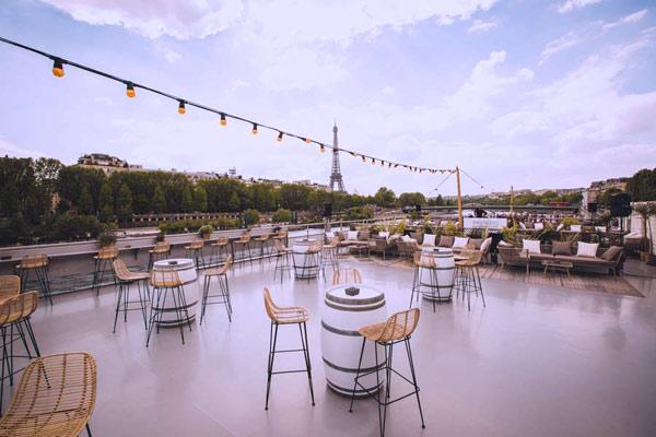 Un rooftop avec terrasse pour accueillir plus de 400 personnes pour une Summer Party