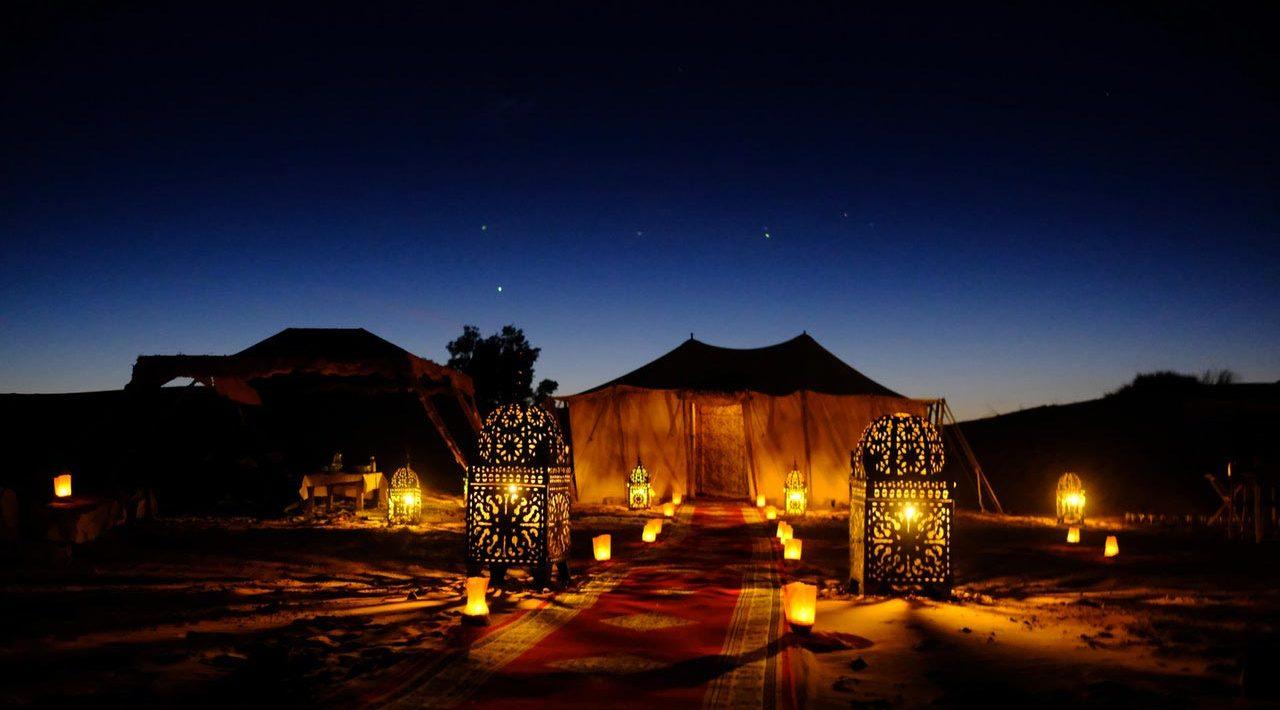 Tente dans le désert